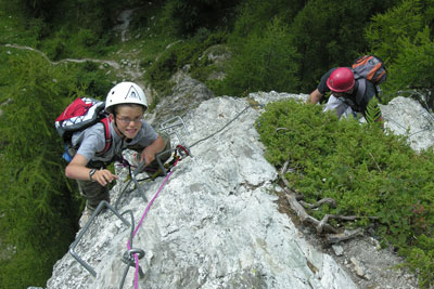The via ferrata is the adventure par excellence to discover with family